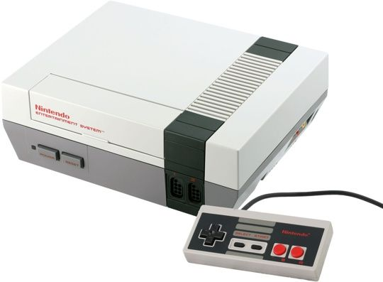 """1983 Nintendo lancia la console NES L'uscita della Famicom (Family Computer""""), nota anche come """"Nintendo Entertaiment System"""" o con il semplice acronimo NES, pose fine alla crisi del mercato dei videogiochi, inaugurando una nuova generazione di console per casa."""