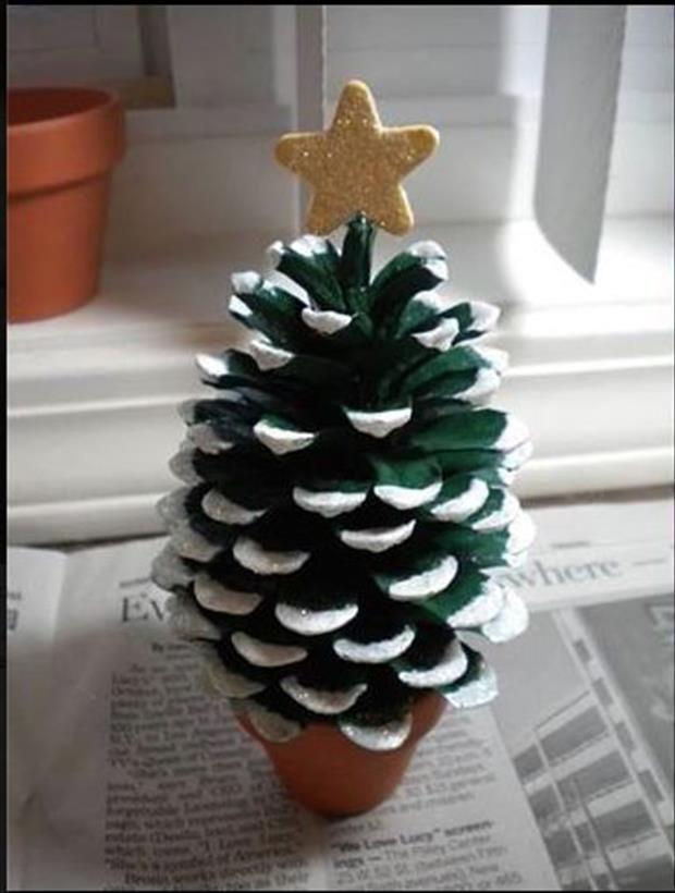 DIY Miniature Pine Cone Christmas Tree