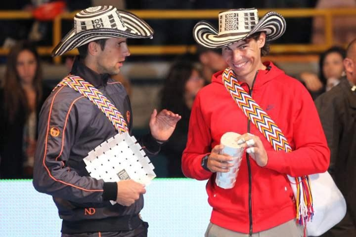 OR ALL SPORTS/TENNIS FANS, LOOK AT THIS AWESOME PICTURE,  RAFAEL NADAL & NOVAK DJOKOVIC SPPORTING WAYUU MOCHILAS AND SOMBRERO VUELTIAOS. CordoBags IS PROUD TO SHARE WITH WORLD THE WORK OF THE ZENU AND WAYUU TRIBES.