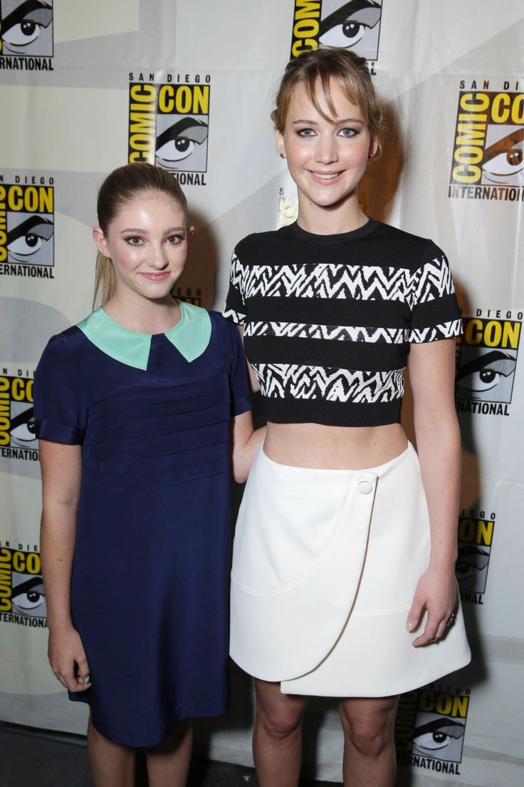 The Everdeen Sisters  Willow Shields (prim) And Jennifer Lawrence (katniss)