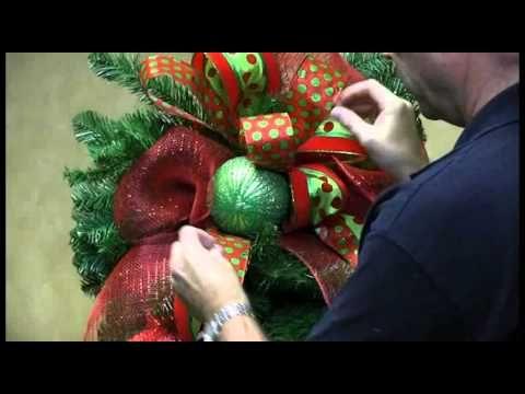 Home Décor Ideas - Evergreen Holiday Wreaths on Windows