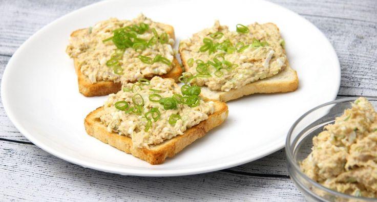 Tojásos tonhalkrém recept: Szendvicskrémnek, vagy mártogatósnak is kiváló ez a finom tojásos tonhalkrém recept! Finom, egészséges, és friss egyszerre! Mi kell még?! ;) Próbáld ki Te is!