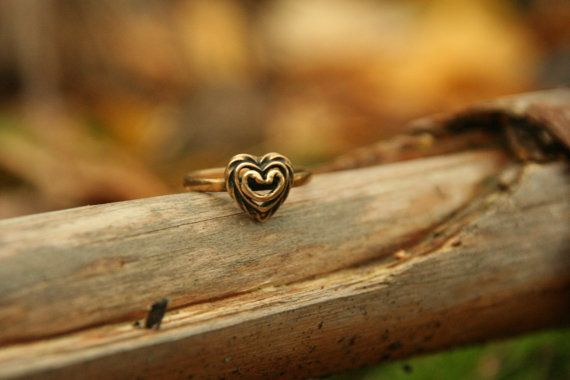 Bronze heart ring vintage Finnish Kalevala by Andolinaswishes, €28.50 i love this so much!