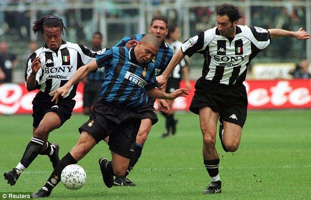 Juventus pair Edgar Davids (left) and Marc Juliano (right) double up to try and stop Ronaldo (Inter Milan, centre) during a Serie A clash in 1998.