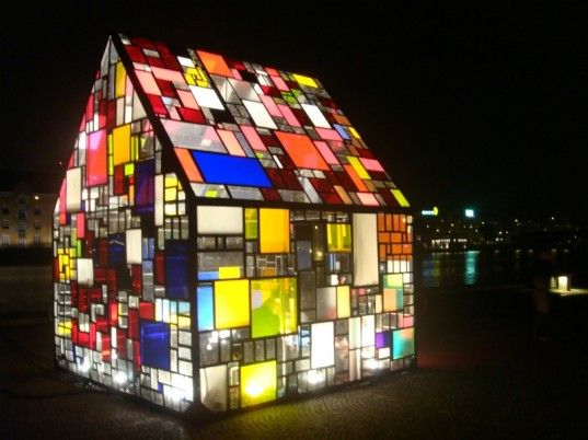 Tom Fruin, a New York-based installation artist, recently traveled to Copenhagen where he built this stunning outdoor pavilion