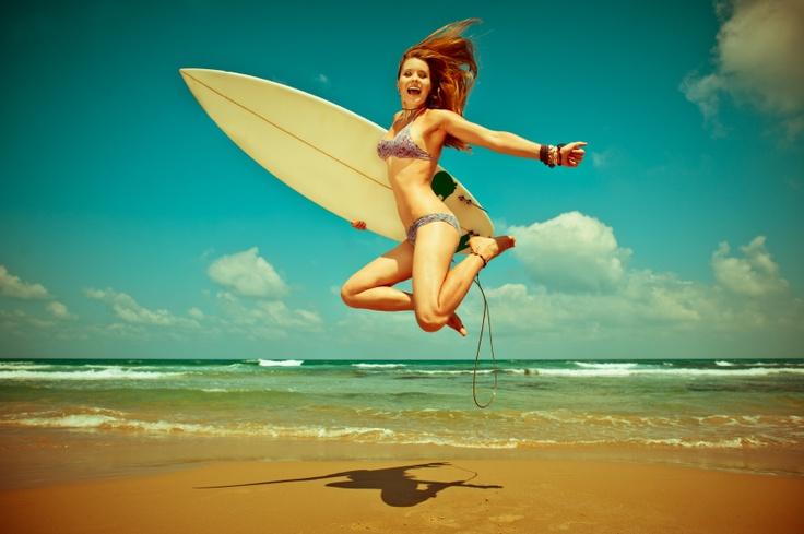 happy surfeuse - istockphoto -  © Maria Pavlova