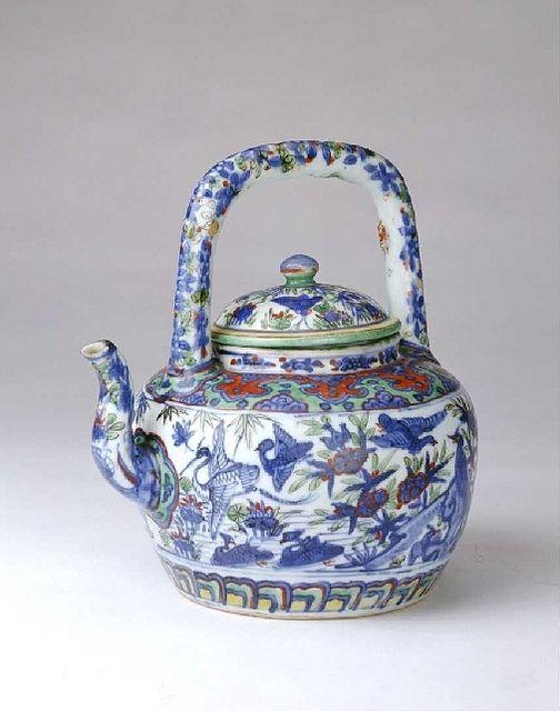 明万历-五彩鸳莲纹提梁壶 by China Online Museum - Chinese Art Galleries, via Flickr