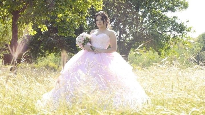 Fifteen! @lilycamorlinga @soniaperezpaz #mrweapons #fifteen #xv #quince #quinces #15 #video #sweet #cute #teen #pink #dress #smile #instagood #instamood #instalike #follow #monterrey #mty http://gelinshop.com/ipost/1527979826996447126/?code=BU0eY6cFgeW