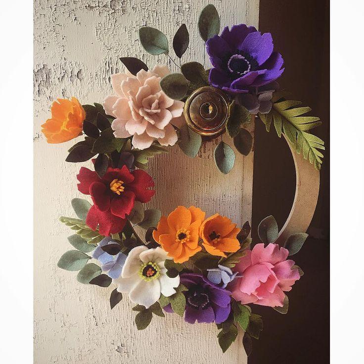 249 отметок «Нравится», 31 комментариев — Maggie Harrison (@loveforsaleshop) в Instagram: «With Halloween orders behind me, I finally got to finish up this custom door hanger wreath for a…»