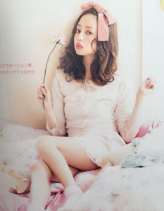 Risa Nakamura in LARME 18