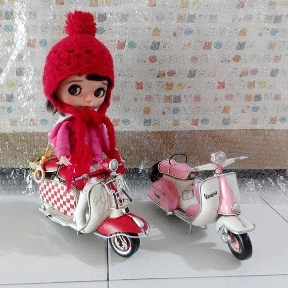 Elegant Retro Stil Vespa Motorrad Auto Modell von LittleBlytheBoutique