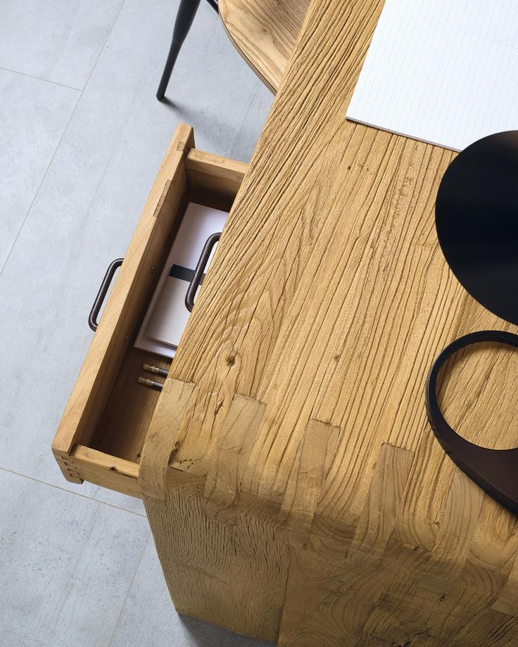 CURVY | The details of the Curvy desk have been studied and realized by the expert Nature Designers cabinet makers to make it functional, as well as unique and original. A furniture that stands out, especially for its interlock fix curved sides, but also for the raw material used: the solid ancient elm wood. #NatureDesign #madeinitaly
