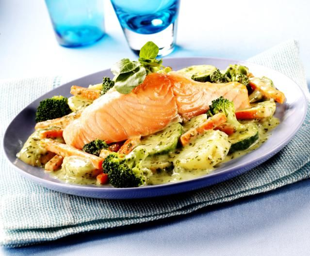 The Nutrition and Health Benefits of Eating Salmon: Salmon with Vegetables and Cream Sauce