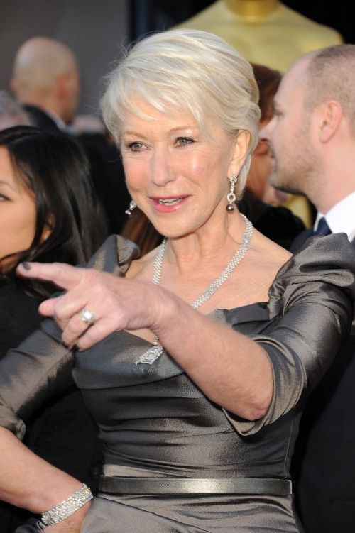 Helen Mirren, modern short cut and beautiful make-up (style for mother-of-the-bride)