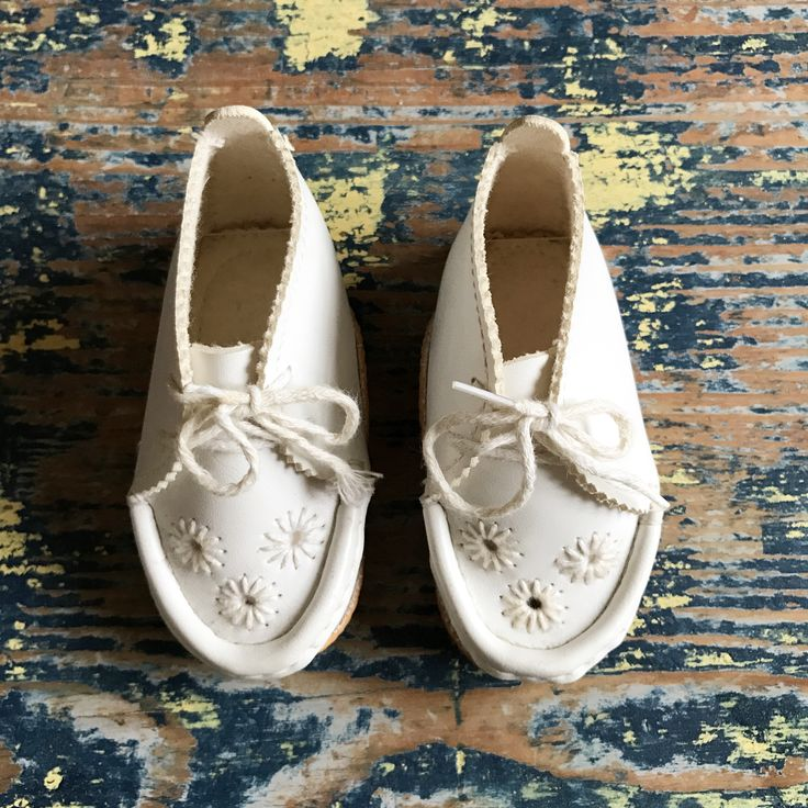 Adorable vintage italian baby leather shoes with cutouts and embroidery. Perfect birth gift!