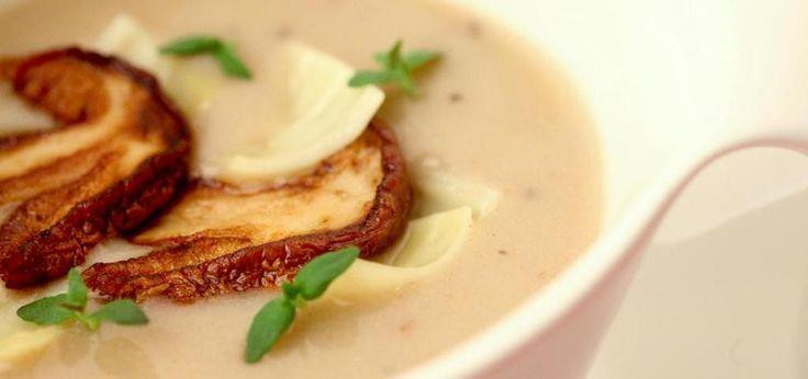 Zupa grzybowa aromatyzowana oliwą truflową podana z łazankami .*. - main
