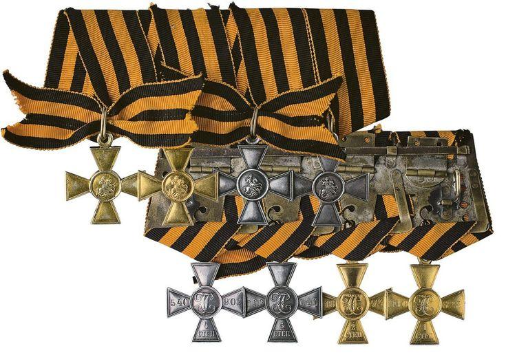 13 февраля 1807 года Манифестом императора Александра I был учрежден знак отличия Военного ордена - Георгиевский крест, ставший высшей наградой для нижних воинских чинов за проявленную ими «неустрашимую храбрость».
