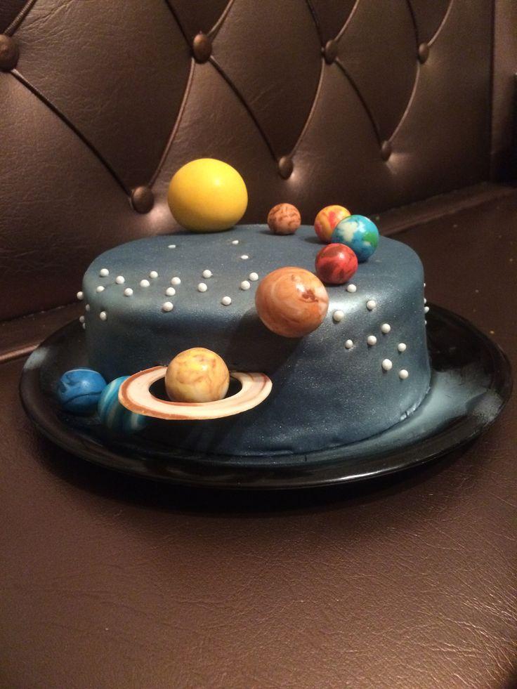 Solar system cake, space cake