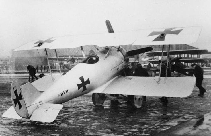 GERMAN AIRCRAFT FIRST WORLD WAR (Q 67779) Pflaz D.VII fighter biplane.
