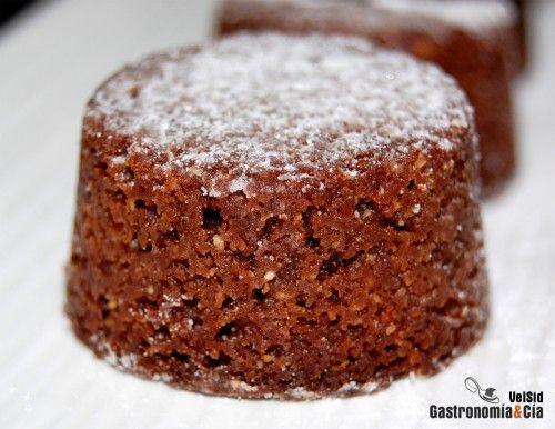 Los Polvorones de chocolate al whisky son una sencilla variante de la receta de polvorones tradicionales, basta con añadir estos ingredientes a la masa de harina y almendra. También podéis hacer vuestros cambios, sustituir el whisky por ron, coñac u otro licor y especiar al gusto.Os recomendamos probar esta receta de polvorones de chocolate, una gran receta para Navidad, igual que esperamos vuestras recetas de polvorones, vuestros preferidos, con los que os gusta agasajar a vuestros…