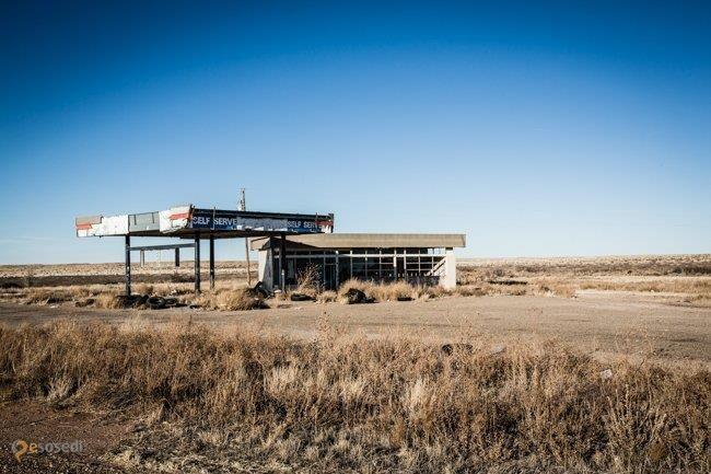 """Город-призрак Гленрио – #Соединённые_Штаты_Америки #Техас (#US_TX) Гленрио - город-призрак на границе двух штатов, Техаса и Нью-Мексико, и прообраз Радиатор-Спрингс из мультфильма """"Тачки"""".  ↳ http://ru.esosedi.org/US/TX/1000464505/gorod_prizrak_glenrio/"""