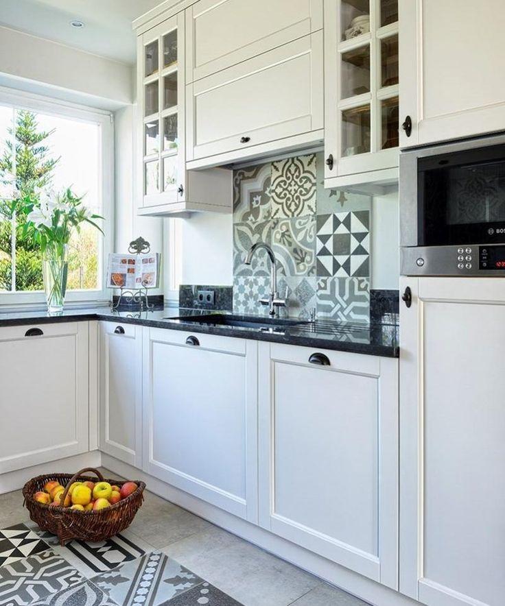 plan travail cuisine en quarz et crédence en carreaux ciment patchwork