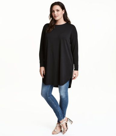 Black. Long-sleeved tunic in creped jersey with a rounded hem.