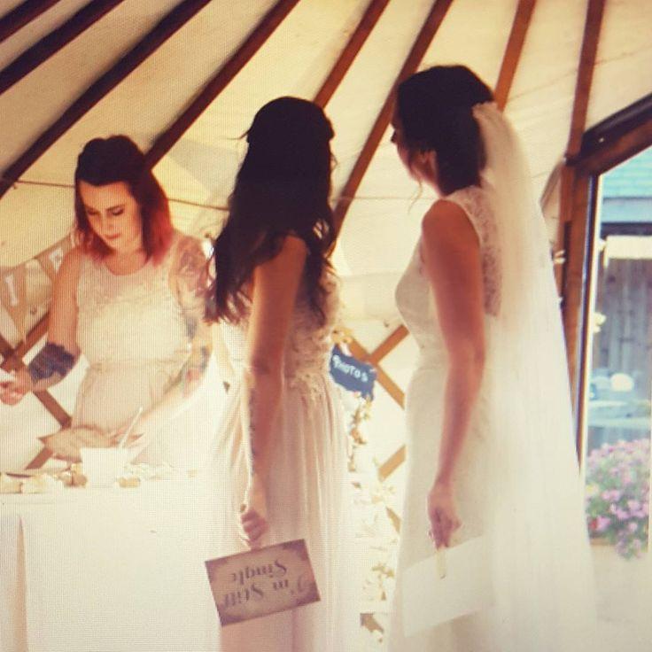 Love this one �� @xxchloerebecca #selfies #selfietime #bride #bridesmaids #bestfriends #funtimes #weddingday #wedding #yurt #friends #happyday #cornwallwedding #cornwall #maywedding http://gelinshop.com/ipost/1516230864491842990/?code=BUKu_AbhQ2u