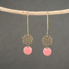 Boucles d'oreilles  sequins émail rose corail et laiton