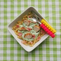 Pasta en kinderen blijft een goede combinatie! Fusilli met spinazie, kip en ricotta is een lekker makkelijk gerecht voor doordeweeks. Recept op http://dekinderkookshop.nl/recipe-items/pasta-met-ricotta-spinazie-en-kip/