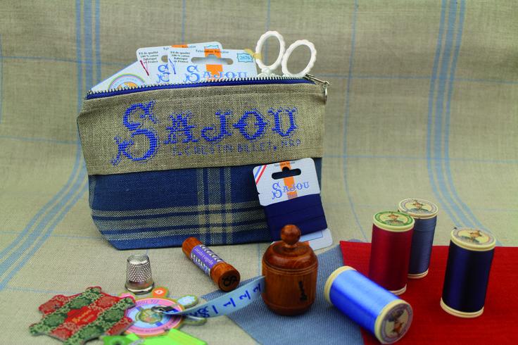Trousse Sajou à broder, très pratique pour ranger toutes vos petits affaires de couture. Sajou pouch to embroider: to keep your sewing stuff tidy.