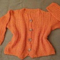 NEU Damen Jacke Winter Wollstrick Gr.46 in Orange von Hand Made Ein Wohlfüll-Profi. Kuschelweicher Wohlfühlpartner . Warm macht uns Frauen glücklich.  Sehr weich und kuschelig warm. Sehr angenehm zu tragen. Leicht dehnbar. Super kombinierbar.  Sie hat einen Stehkragen. Vorne mit 4 Knöpfe zu schliessen. Leicht dehnbar. Der gerade Schnitt passt sich Ihrer Figur perfekt an.  Wunderschöne Casual Look Strick-Jacke wurde mit liebe gestrickt. Wurde nur anprobiert. Woll - mohairmix. Das Strick Garn…