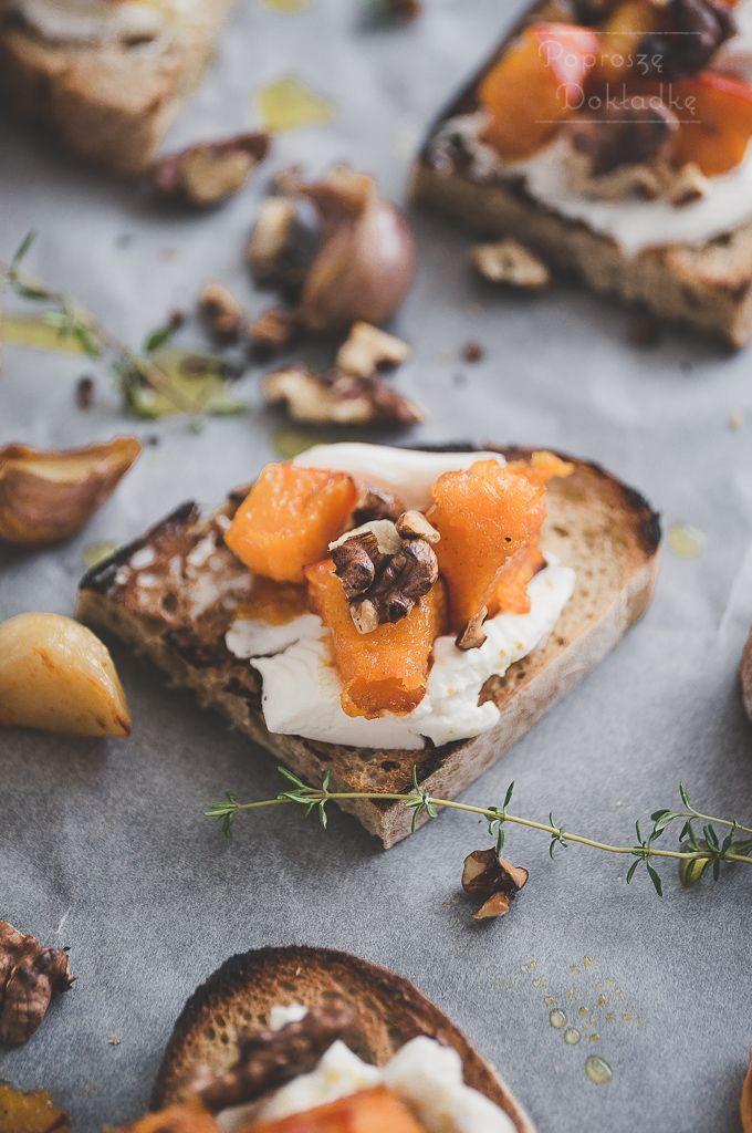Dynia to bardzo neutralne warzywo, które samo w sobie w zasadzie nie ma smaku. Dlatego, żeby naprawdę smakowała, nie można jej szczędzić przypraw. Poniższe kanapki to kwintesencja jesieni. Delikatn…
