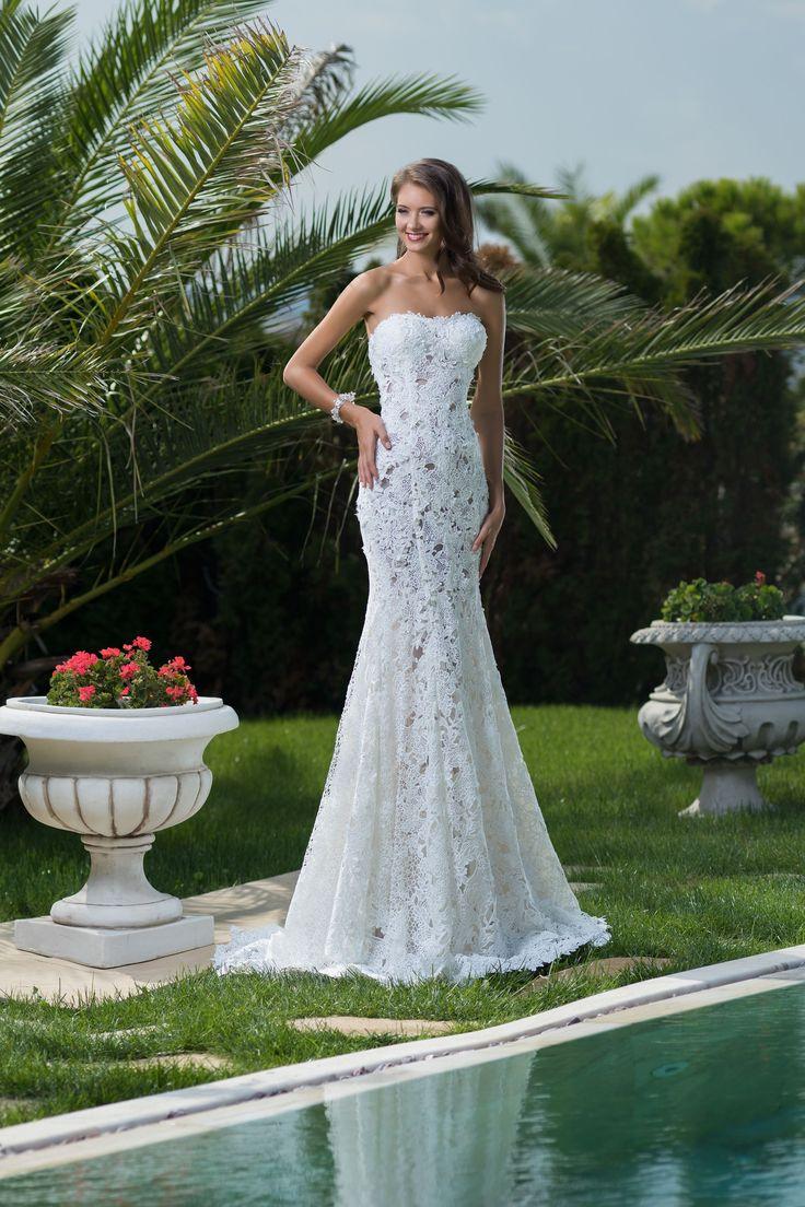 Krásne dlhé priliehavé čipkované šaty