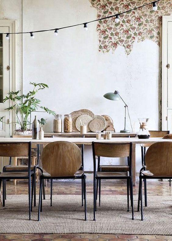 Esszimmer im Scandi Look mit Holzstühlen