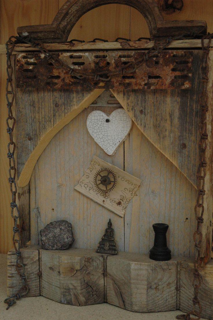 # assemblage Altaartje wood  boudha
