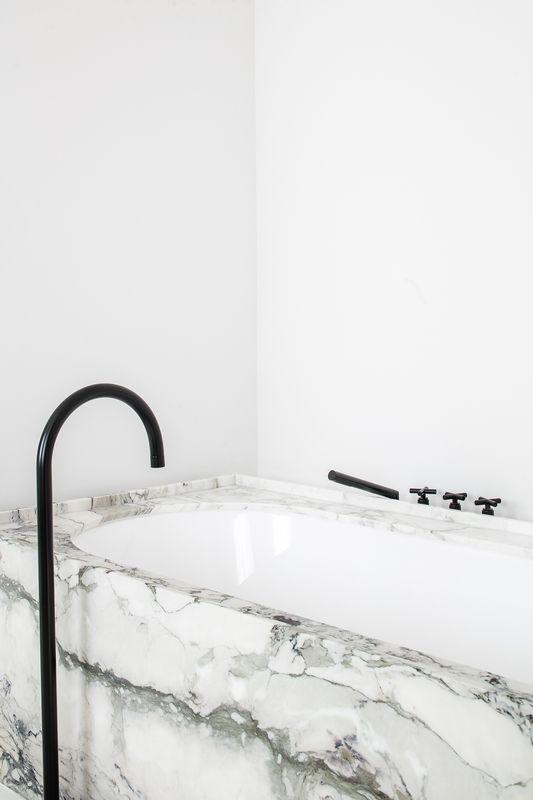 Zwart - wit | badkamer | inspiratie |  bad | bathroom | black and white | inspiration | bewonen.nl