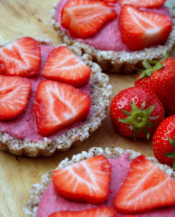 Sunn-oppskrift-på-mini-jordbærterte