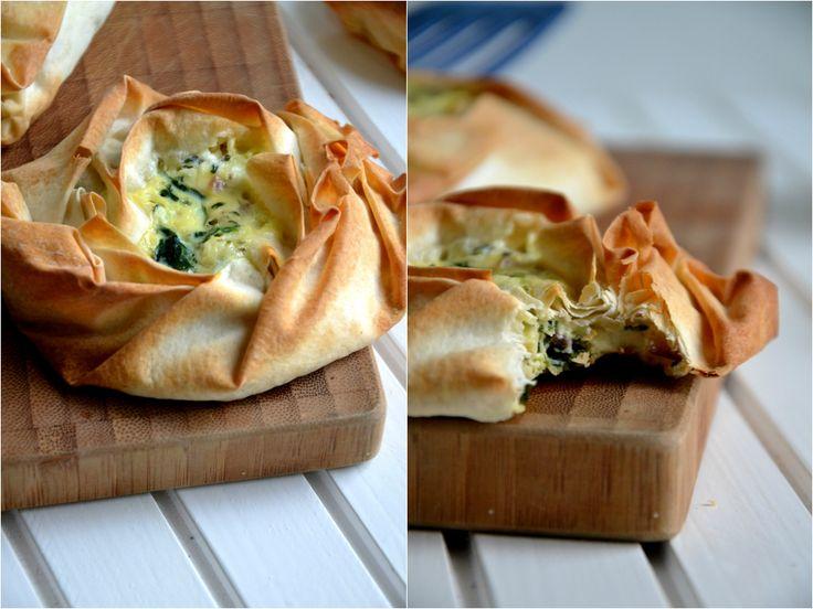 Christina macht was!: Feta-Spinat-Pies mit Filoteig (aus Donna Hay Jahreszeiten)