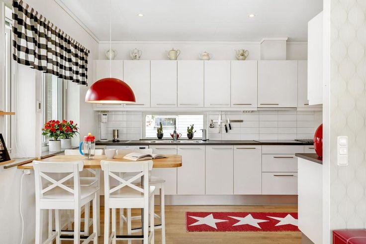 Modernt kök i vitt