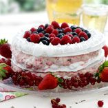 Marengslagkage med bær - Opskrifter    http://www.dansukker.dk/dk/opskrifter/marengslagkage-med-baer.aspx  #marengs #lagkage #dansukker #bær #sommer #kage #opskrift
