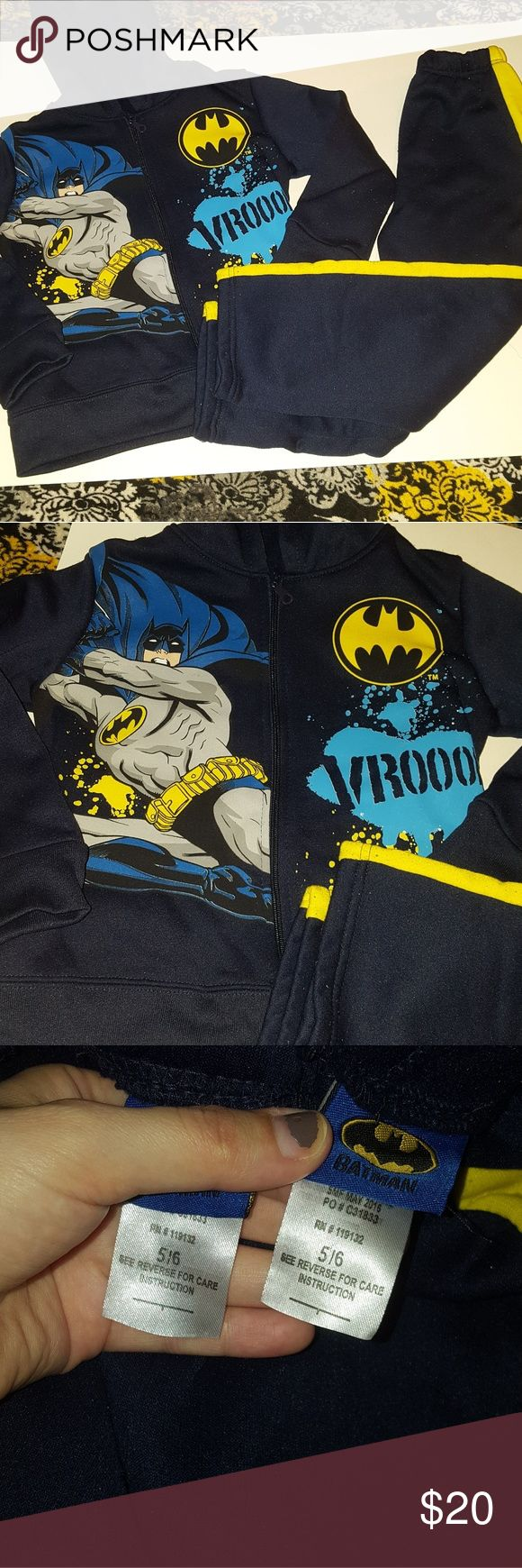 batman  sweat suit outfit batman sweat suit outfit size 5/6 in great condion wore maybe twice. zip up hoodie with pants warm Batman Matching Sets