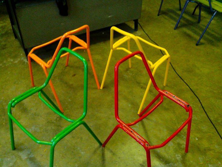 sedie di ferro recuperate e riverniciate