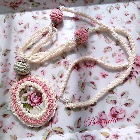 Vintage nyaklánc - horgolt bogyóval, kaboson rózsával, Ékszer, óra, Nyaklánc, Crochet neclace, rose, cabochon Meska 1950 Ft