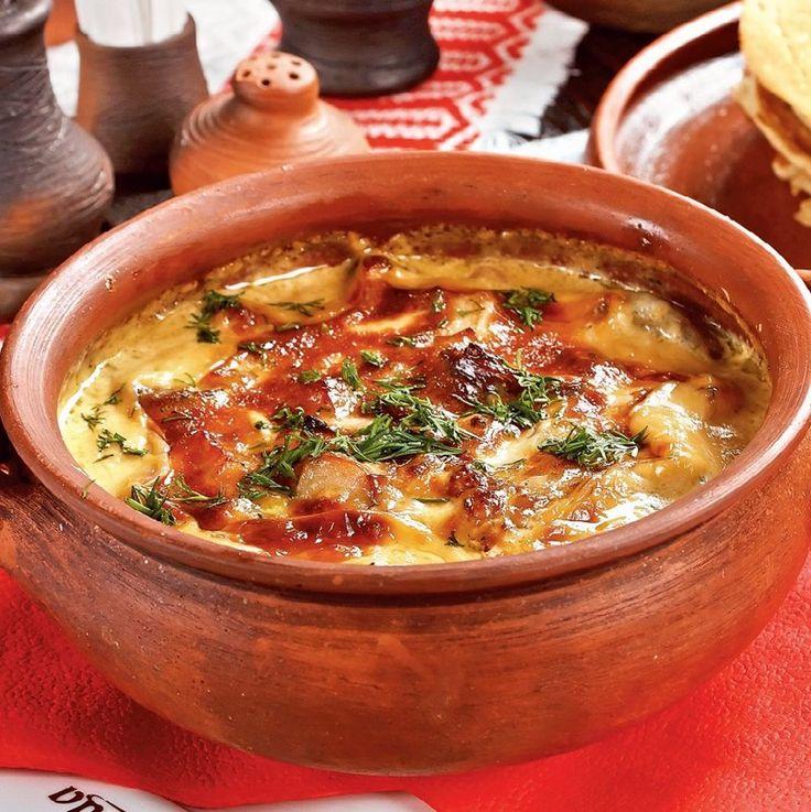 Жаркое – это блюдо из мяса и овощей, традиционное для русской кухни. Ингредиенты свинина 700 г картофель 5 шт. лук (крупный) 1 шт. морковь (крупная) 1 шт. перец болгарский 1-2 шт. помидоры 2-3 шт. …
