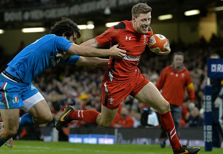 Rhys Priestland advances with the ball against Italy