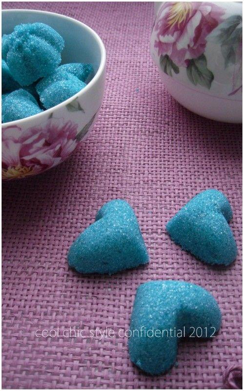 Le zollette di zucchero colorate.  images e recipe by me ♥   http://coolchicstyleconfidential.blogspot.it/2012/12/zuccherini.html