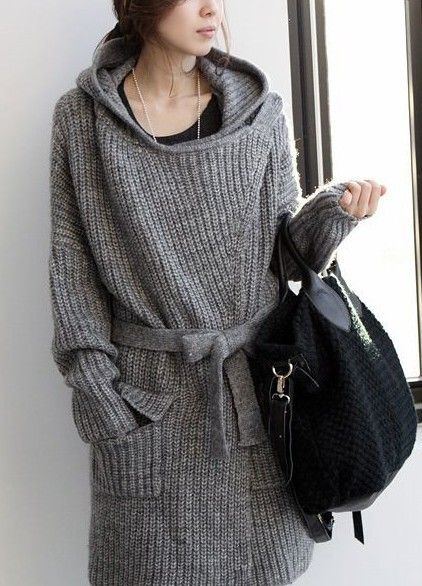 Women's hooded cardigan. This long hooded cardigan brings Korean fashion into the daily outfit style