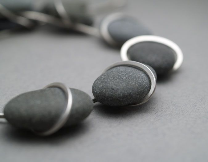 QUOIL Artists - Contemporary Jewellery Gallery Maike Barteldres Floating oval necklace - pebbles, sterling silver $1650BZ