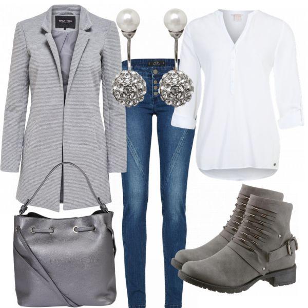 Winter outfits: Christine at FrauenOutfits.de ____ #freizeitoutfit #freizeit #damen #alltag